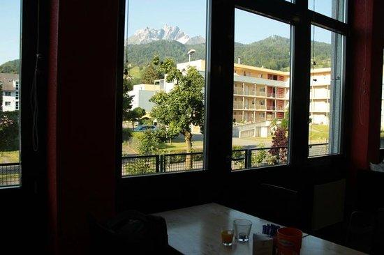 ibis Luzern Kriens: Restaurant view
