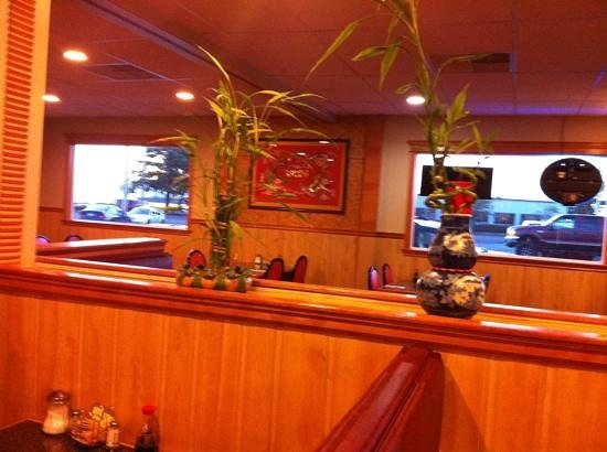 Golden Luck Restaurant & Lounge: interior