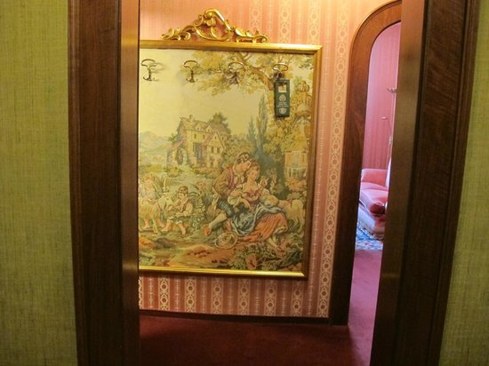 Hotel Palais Porcia: Room Entrance from Hallway.