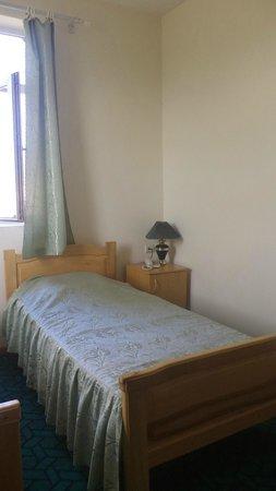 Hotel Nairi: Bedside