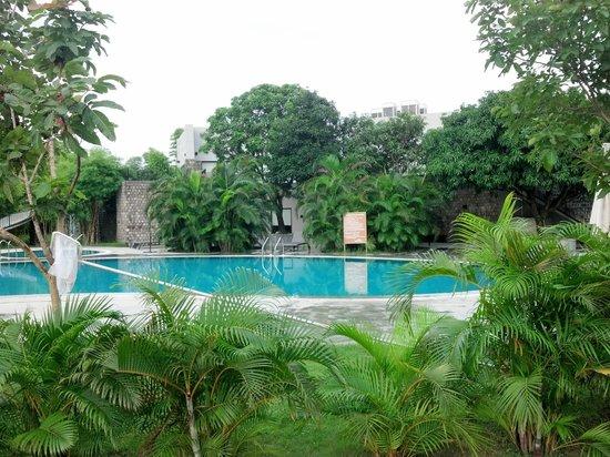 Aranya Safari Resort: Pool