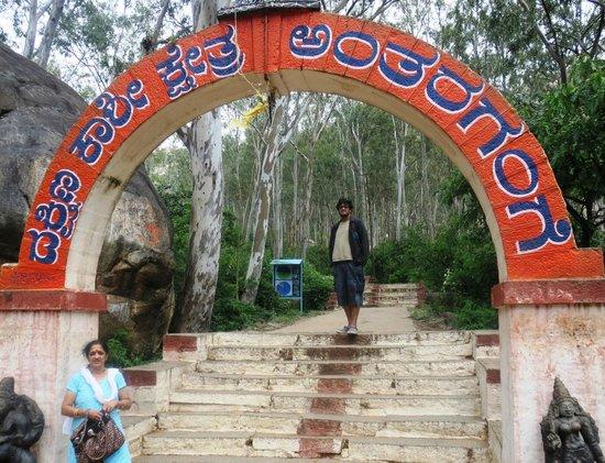 Kolar, Indien: Entrance to Anatara Gange hills