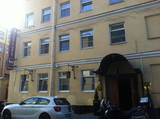 Admiralteyskaya Hotel: вид на фасад