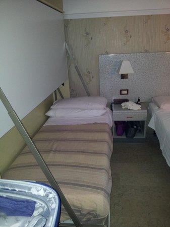 Hotel Liberty: Ventola lampadario e climatizzatore