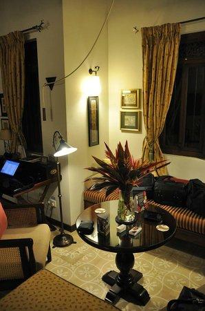 Reef Villa & Spa: working desk and sofa