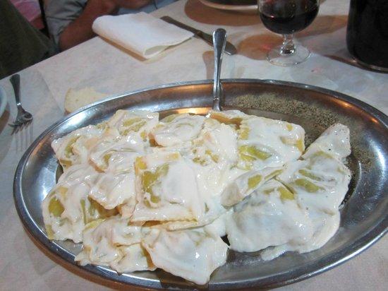 Montese, Italy: Ravioli al tartufo e panna