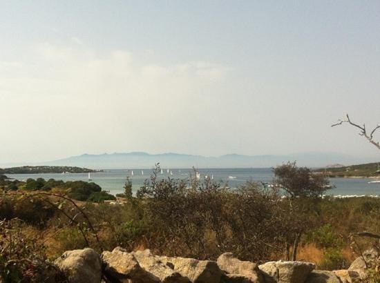 iGV Club SantaClara: La Corsica in lontananza! Sulla stradina per la spiaggia..go!