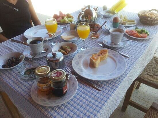 Paradise Bungalows: enjoy your breakfast!!!!