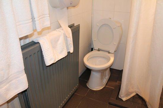 Aalborg Hotel Amsterdam: Il Water attaccato al calorifero