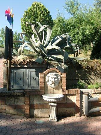 Croce del Moro: particolare della fontanella