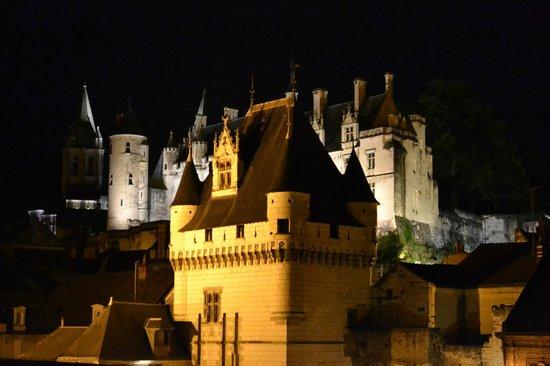 Pierre & Vacances Residence Le Moulin des Cordeliers: Le Château de Loches depuis notre chambre