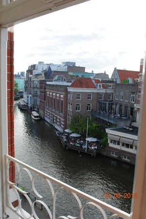 Hotel Nes: View of the canal from room