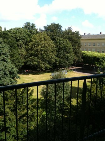Parkhotel Den Haag: View to the gardens with balcony