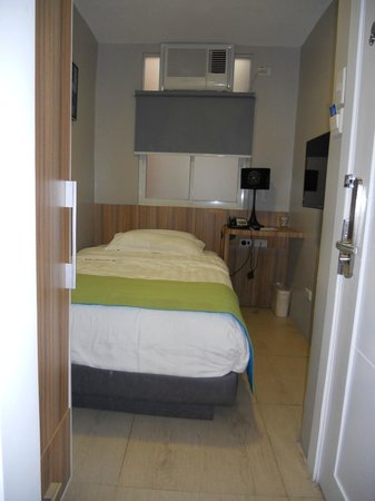 Z Pad Residences: View of the closet, bed and main door from the bathroom