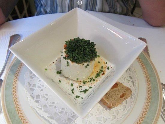 Restaurant Pierre : le fromage local. Copieux !