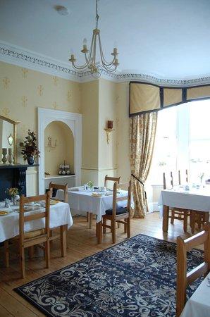 Arden House: breakfast room