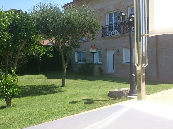 Casa Mariñeira Lourdes: El jardín-terraza.