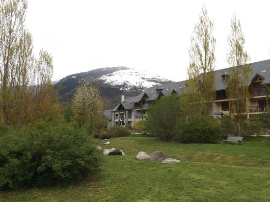 Lagrange Prestige Residence l'Ardoisiere : vue de la residence du jardin