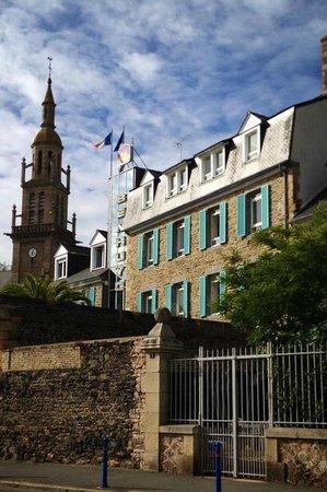 BEST WESTERN Hotel Le Benhuyc: Hôtel vu du Quai Jean Bart