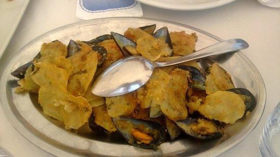Jakuge: Cozze e patate gratinate