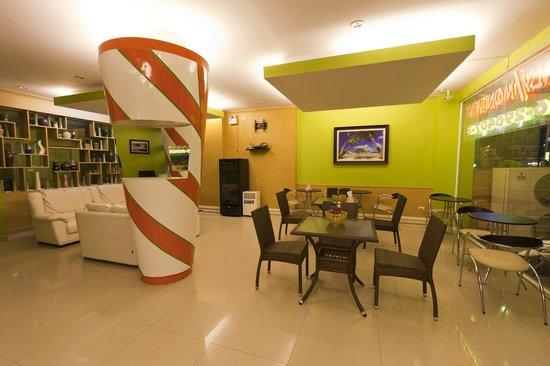 Patong Eyes: Coffee Shop Reception Floor