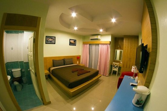Patong Eyes : Standard Room Queen size Bed