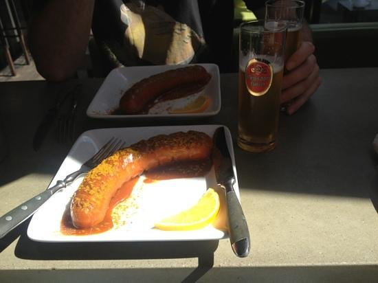 3Frits: currywurst and beer