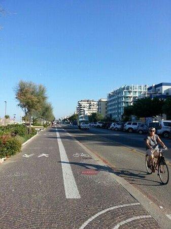 Residence Aida: rimini's riviera. bikes lane