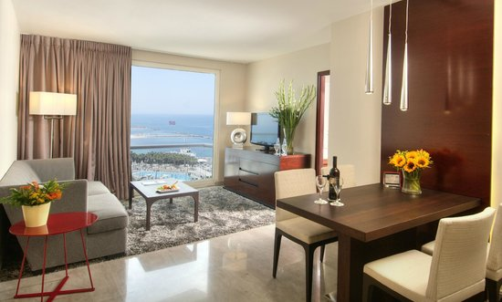 Crowne Plaza Tel Aviv Beach: Junior Suite Living Room