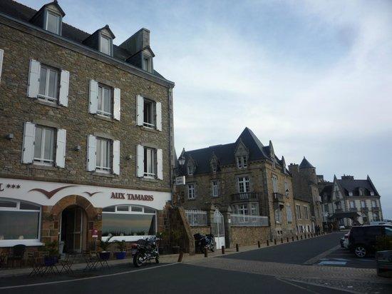 Hotel aux Tamaris : strandpromenade