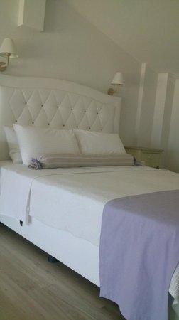 Villa Mediterrane Hotel: the bed...