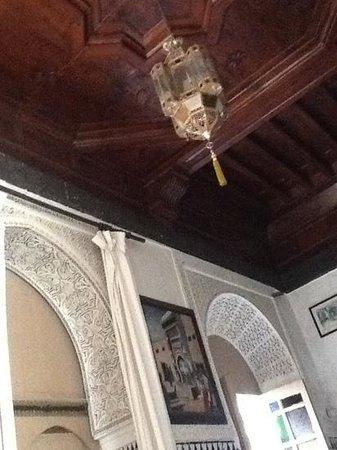 Les Couleurs de l'Orient: plafond en bois de la chambre