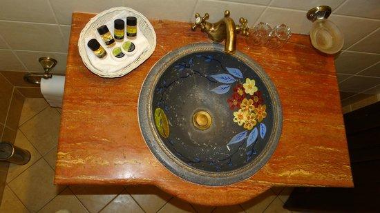 Hotel Dryades: The hand-craft basin