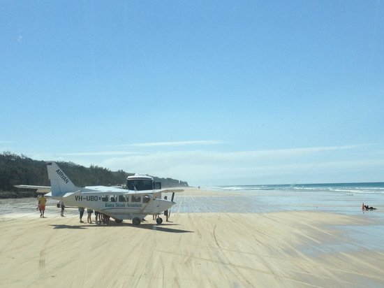 Seventy-Five Mile Beach: Take off and landing on the beach. Impossible??