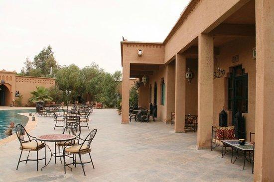 Palm's Hotel: Bar/Pool