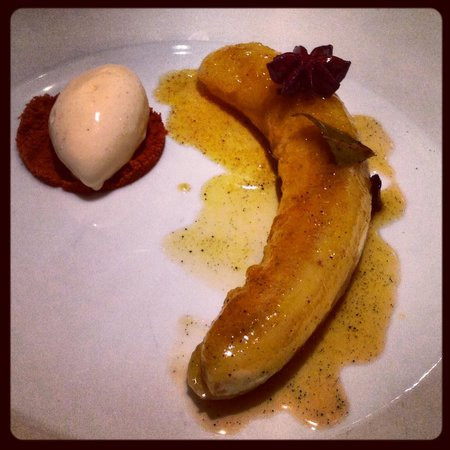 Zeezout: Caramelized banana with vanilla ice cream