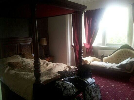 The Station Hotel : four poster room