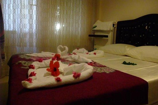 Sunset Beach Apartments : Супружеская спальня