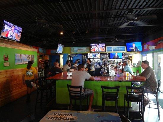 Barracuda's Bar & Grille : Bar
