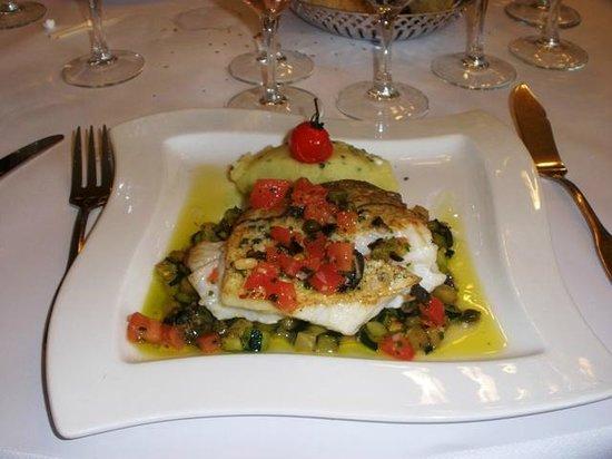 Brasserie Le Sud : Filetto d'eglefino su letto di verdure e purè di patate