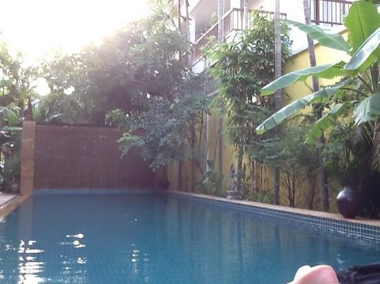 Golden Mango Inn: pool side to relax