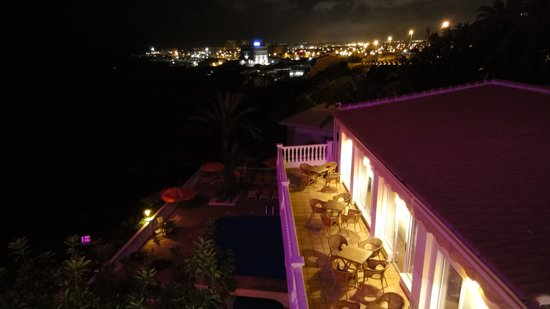Hotel Masa International: By night from our balcony