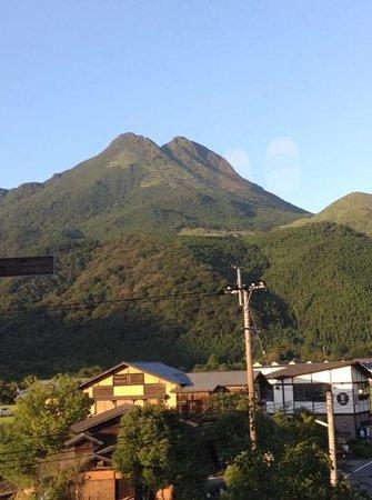 Shuhokan: 303号室からの眺め。由布岳が眼前に広がります!