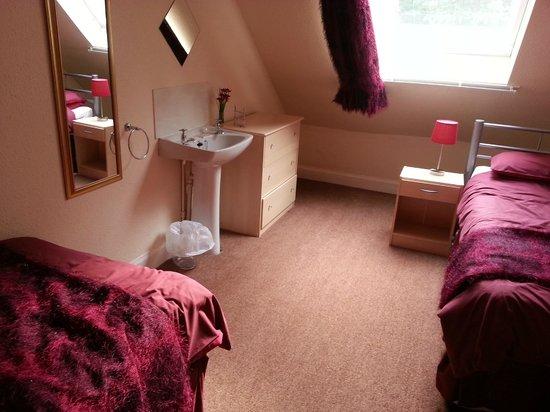 Whitmuir Hall : Yarrow twin bedroom