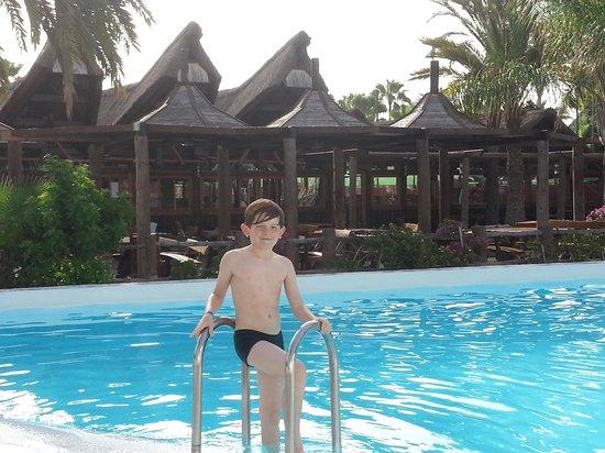 HL Hotel Rondo: pool at Milfour Suites