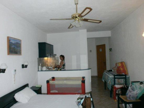 Haravgi Hotel: αποψη στουντιο