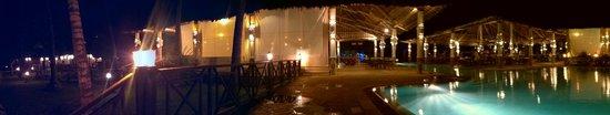 Neptune Paradise Beach Resort & Spa: By night