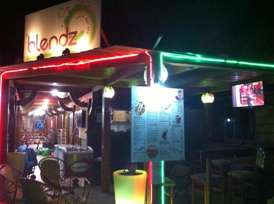 Blendz Cafe & Bar : Blendz at night !!!