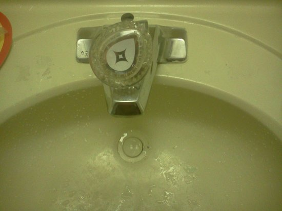 FairBridge Inn Express Gurnee: The sink (before I used it!)