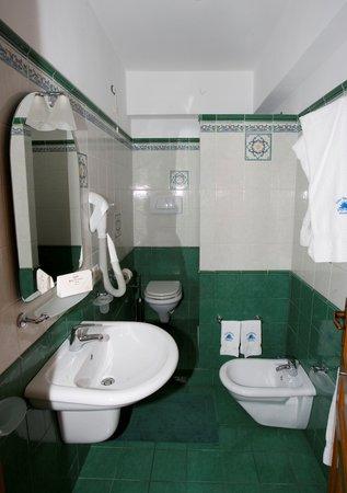 Hotel Tesoriero: Bagno delle camere